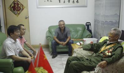 """联合资产党委开展庆祝""""新中国成立70周年""""走访慰问老干部、老党员活动"""