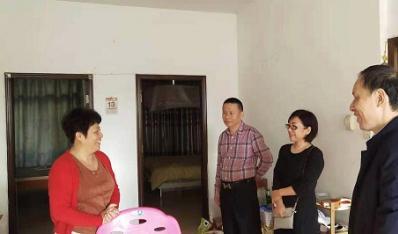 联合资产组织慰问驻村扶贫和乡村振兴干部家庭