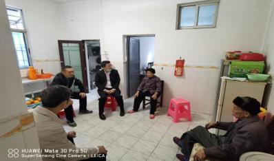联合资产公司领导看望慰问驻村扶贫干部家属