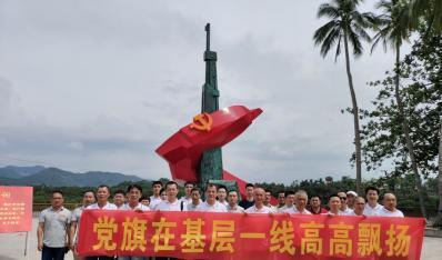 """联合小贷党支部开展""""党旗在基层一线高高飘扬""""主题党日活动"""